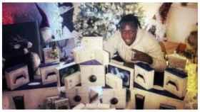 Benjamin Mendy, con los regalos que repartió en su fiesta de Nochevieja