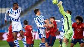 Balón peleado en el Real Sociedad - Osasuna