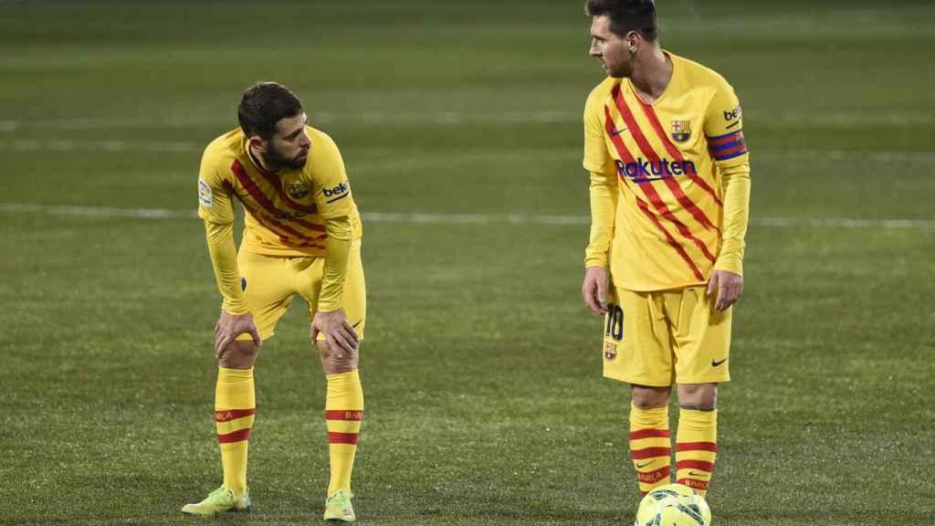 Messi, antes de lanzar una falta