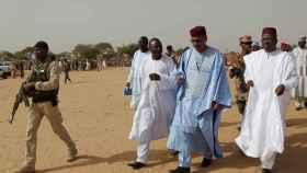 Mohamed Bazoum, según por la derecha, ganador de las elecciones del pasado domingo.