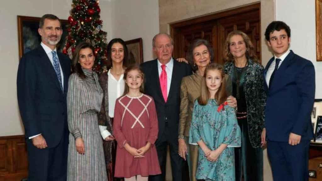 El rey emérito junto a su familia, salvo la infanta Cristina y Urdangarin, en 2018 celebrando su cumpleaños.