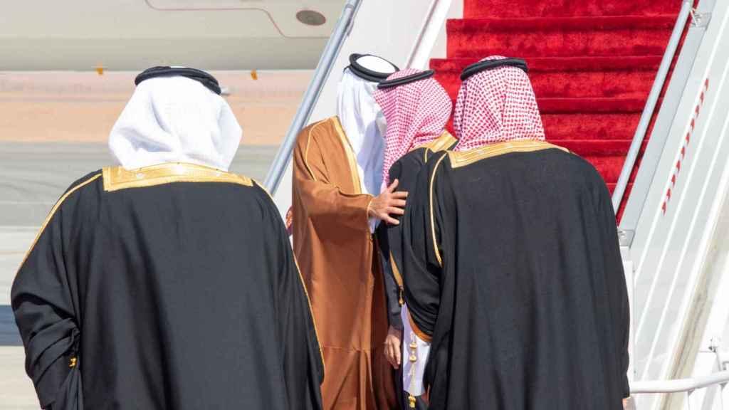 El emir de Catar y el príncipe saudí en su reencuentro.