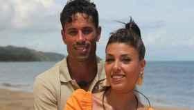Diego Pérez junto a su novia, Lola.