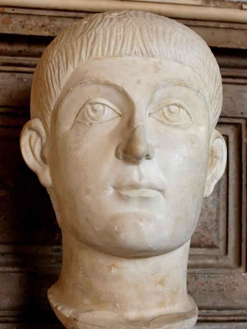 Busto del emperador Valente.