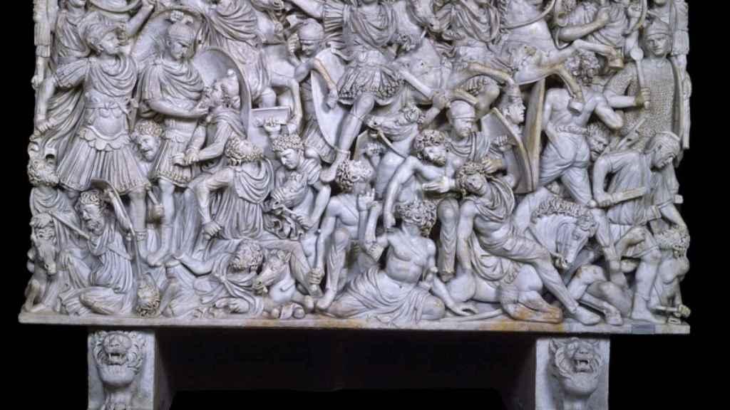 Panel central del sarcófago Ludovisi, que representa una batalla entre romanos y bárbaros.