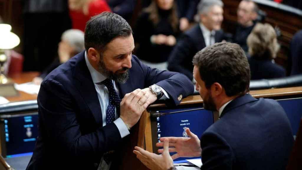 El líder del PP, Pablo Casado, y el de Vox, Santiago Abascal, en una imagen de archivo en el Congreso.