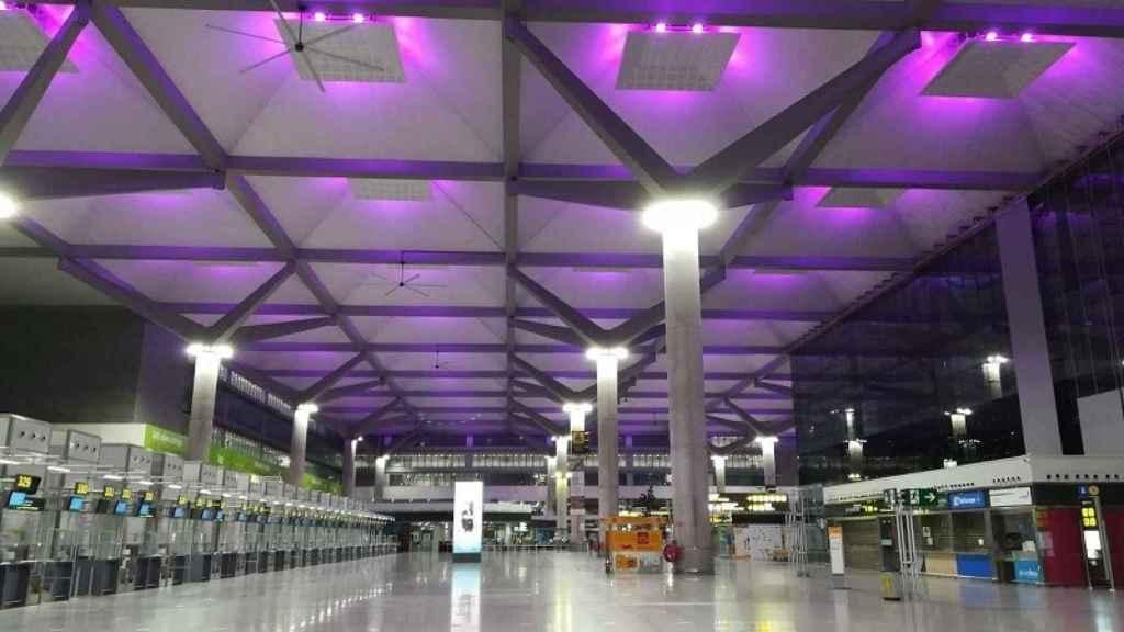 Sistema lumínico instalado en el aeropuerto de Málaga.