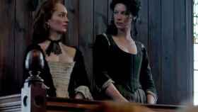Imagen del juicio a dos brujas en la serie sobre Escocia 'Outlander'.