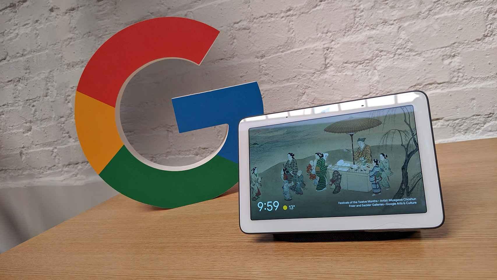 Una tableta frente a un logotipo de Google.