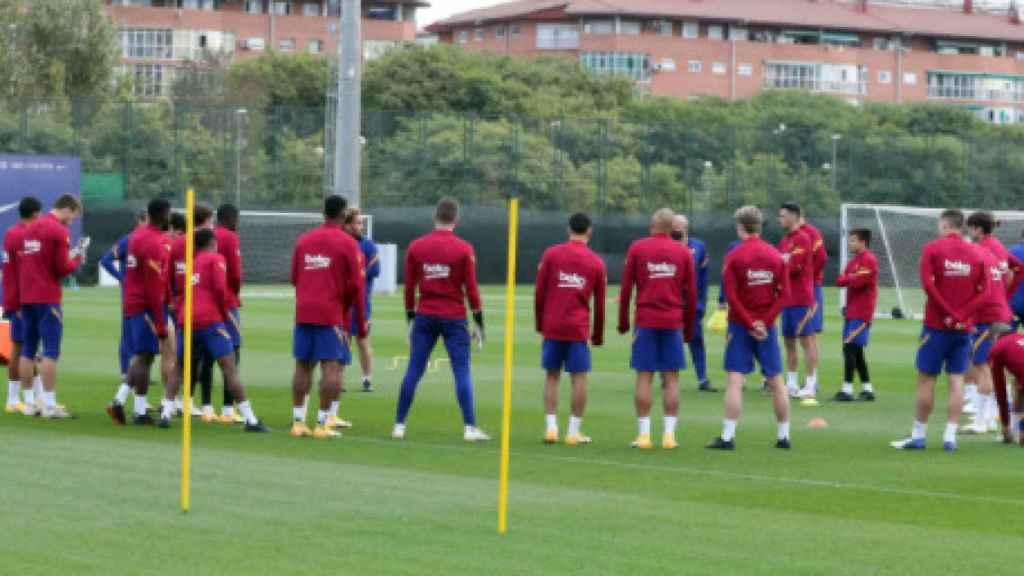 Corrillo en el entrenamiento del FC Barcelona