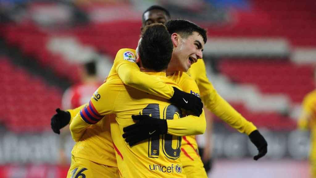 Pedri y Messi celebran el gol