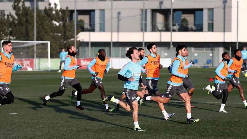 Los jugadores, durante un entrenamiento del Real Madrid