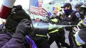 Manifestantes pro Trump irrumpen en el Capitolio y el servicio secreto evacua a Mike Pence. Efe