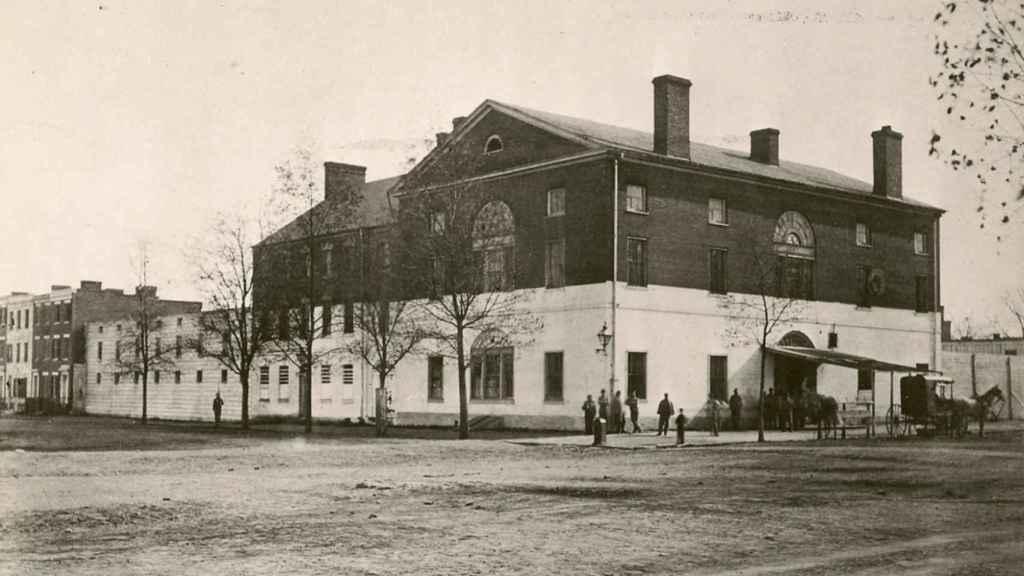 Brick Capitol, el edificio que albergó el Congreso de los Estados Unidos tras el incendio del Capitolio.