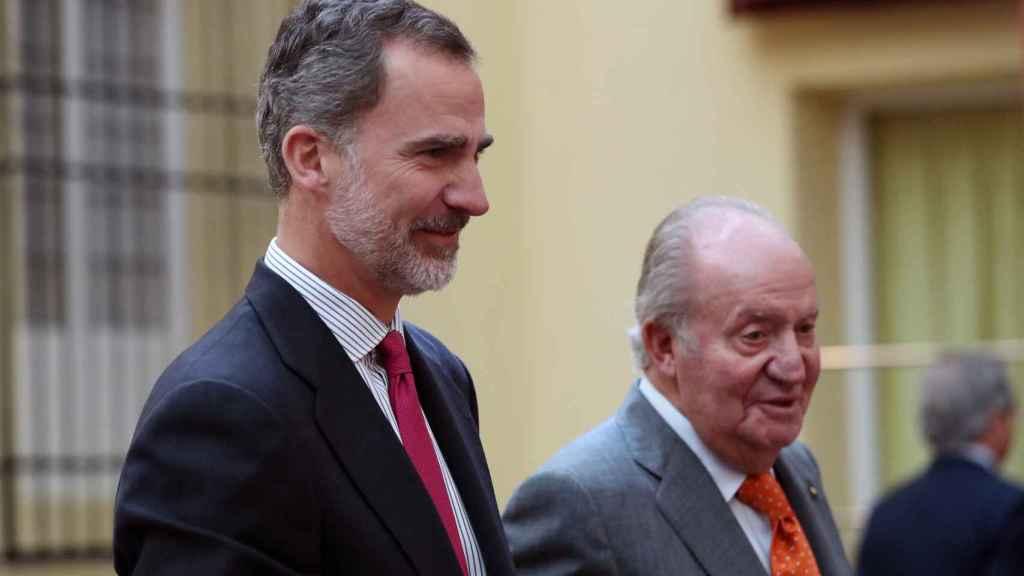 Felipe VI junto a su padre en una imagen tomada en mayo de 2019.
