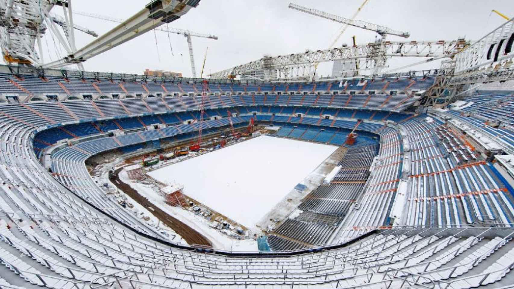 El Santiago Bernabéu completamente nevado