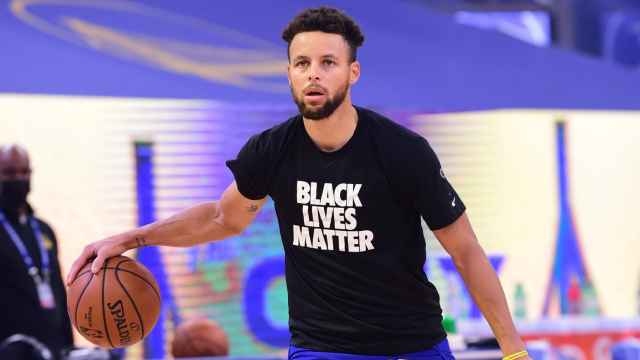 Stephen Curry, con una camiseta con el lema 'Black Lives Matter'