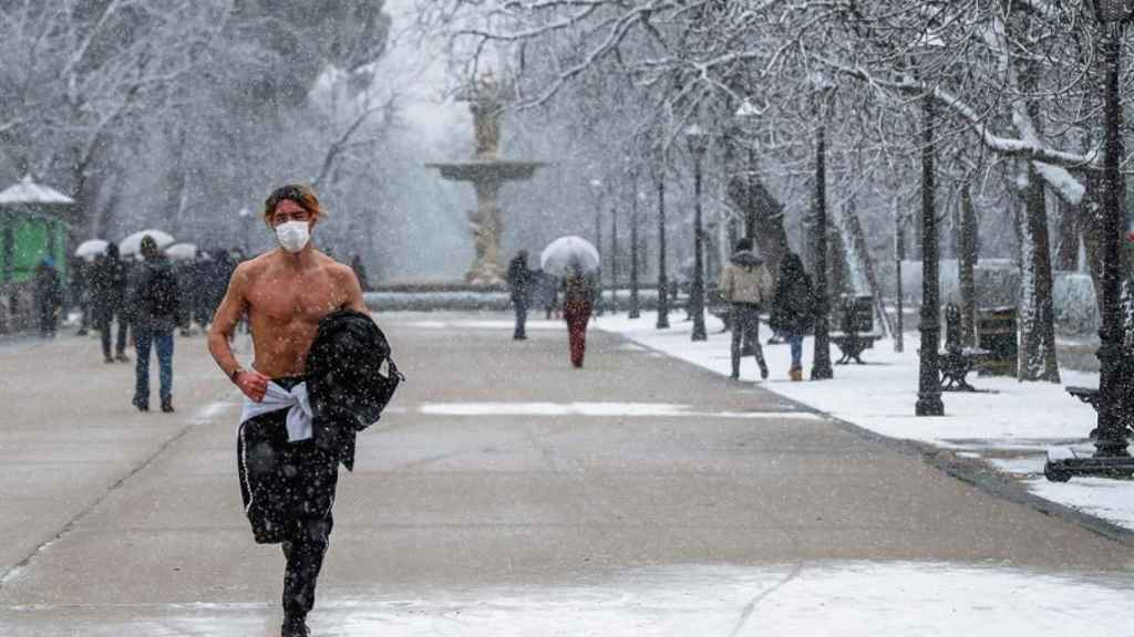 Madrid, dominada por el temporal Filomena: cadenas obligatorias y Barajas,  cerrado
