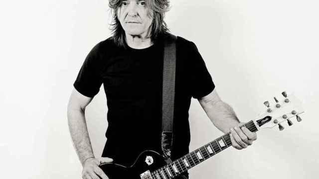 El guitarrista de Barricada, Boni.