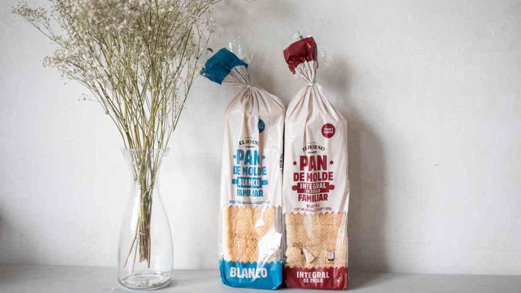 A la izquierda, el pan de molde blanco de 'El Horno de Aldi' y, a la derecha, su homólogo integral.