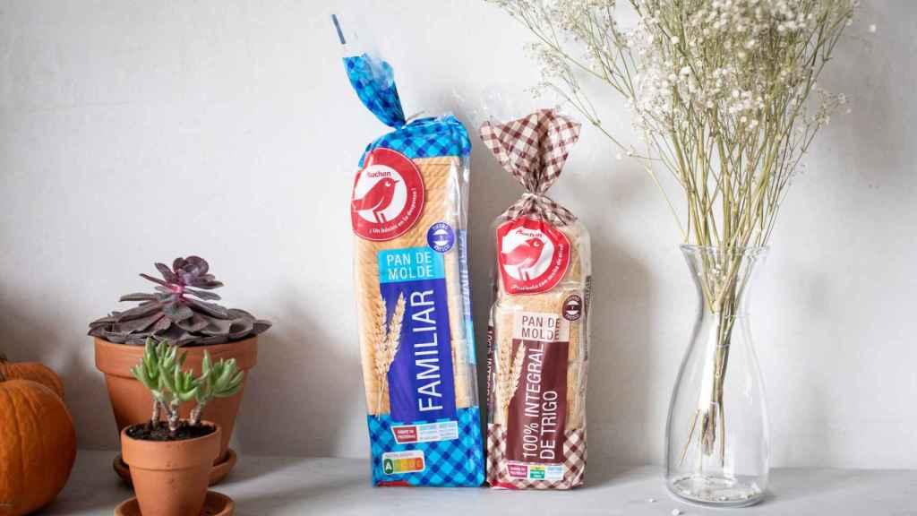 A la izquierda, el pan de molde blanco de Auchan, la marca blanca de Alcampo y, a la derecha, el integral.