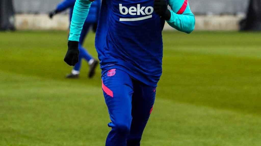 Ilaix Moriba, durante un entrenamiento con el FC Barcelona