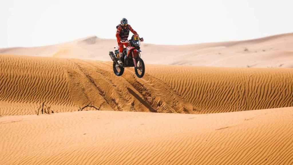 Joan Barreda salta entre las dunas del Rally Dakar