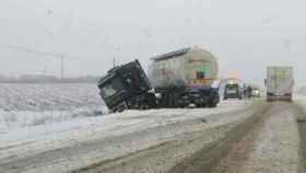 Un camión accidentado este viernes en la carretera de Burguillos (Toledo)