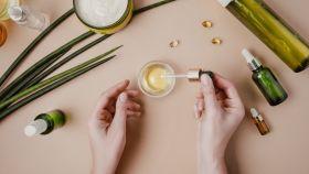 Descubre los mejores productos y consejos para lidiar con el cabello graso