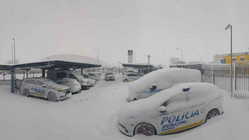 Los vehículos de la Policía Municipal, sin poder prestar servicio.