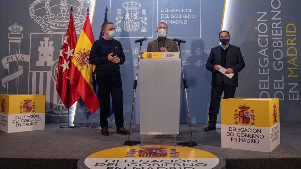 Los ministros del Interior, Fernando Grande-Marlaska (c), y Transportes, Movilidad y Agenda Urbana, José Luis Ábalos .