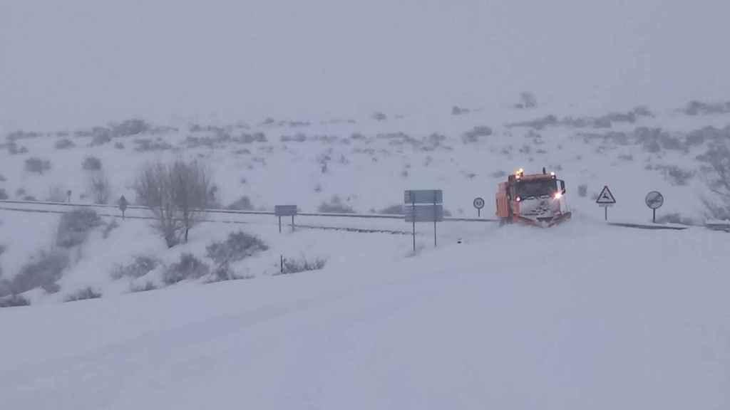Una carretera nevada en Aragón.