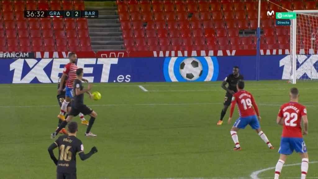 La mano de Busquets previa al gol de Messi