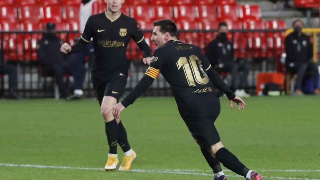 Leo Messi celebra su gol ante el Granada