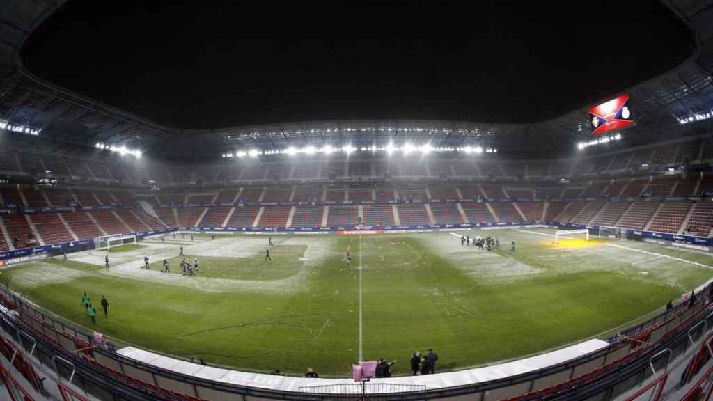 El estado del campo de El Sadar minutos antes del partido frente al Real Madrid. Foto: Twitter (@CAOsasuna)