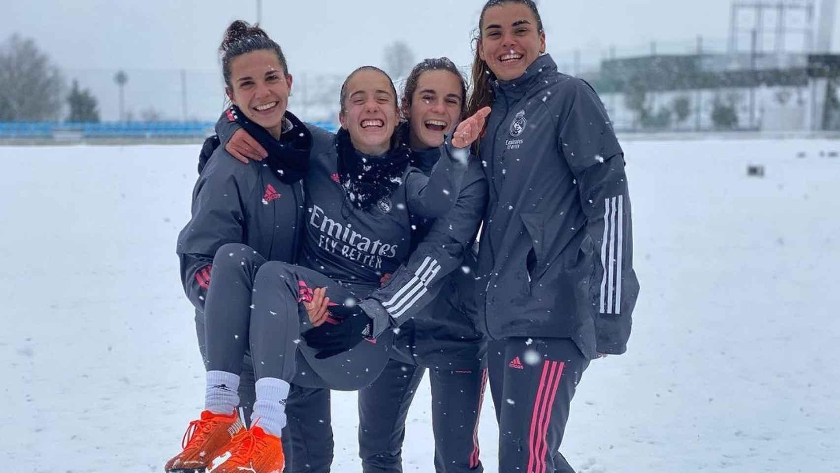 Las jugadoras del Real Madrid Femenino disfrutan de la nieve