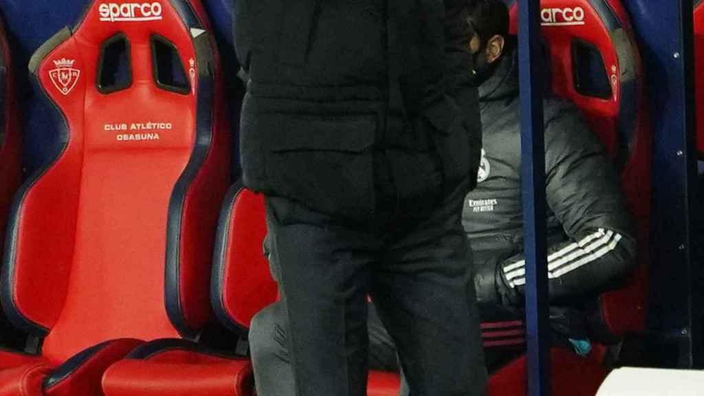 Zidane, dando órdenes a los jugadores del Real Madrid