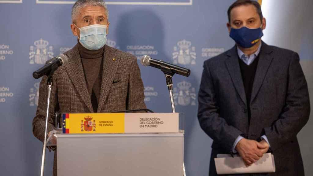 Fernando Grande-Marlaska junto a José Luis Ábalos, en la rueda de prensa para  para actualizar datos sobre los efectos de la borrasca Filomena.