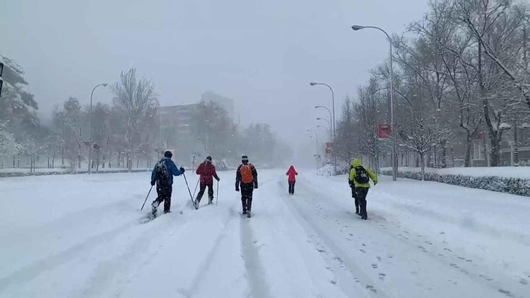 Los esquiadores aprovechan la nevada de Madrid