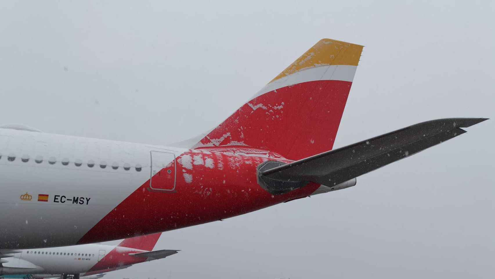 Avión de Iberia con restos de nieve.