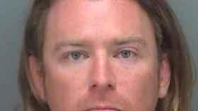 Adam Johnson, el hombre que quiso se apropió del atril de Nancy Pelosi en el asalto al Capitolio.