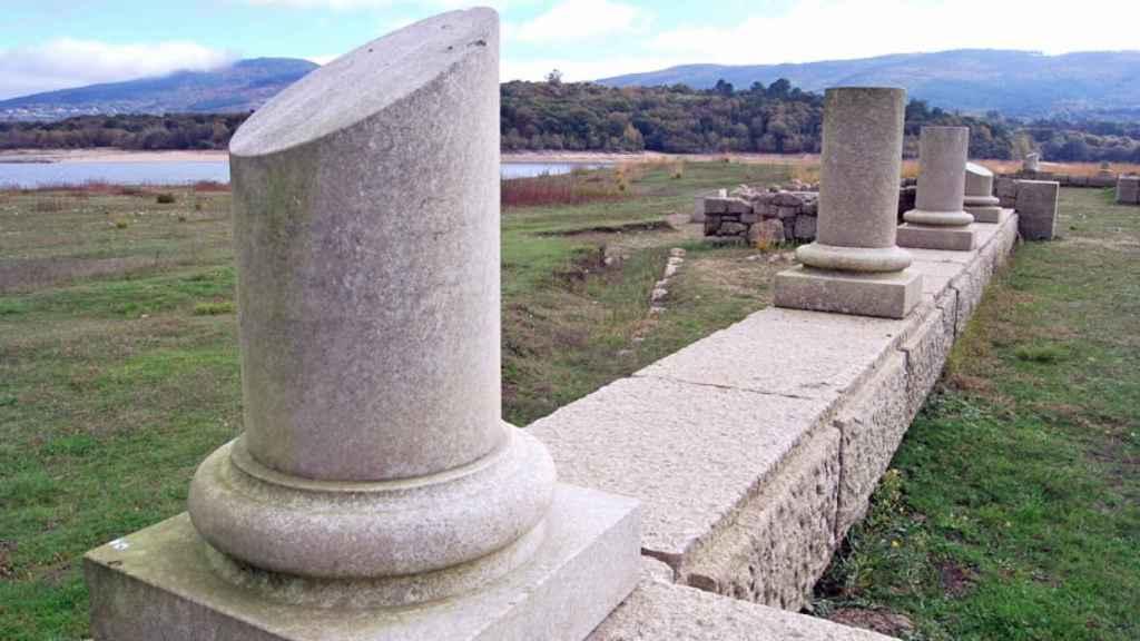 Restos de columnas del campamento romano de Porto Quintela.