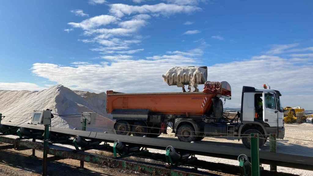 Camión con sal de Torrevieja que ha llegado a Madrid para luchar contra los efectos de Filomena.