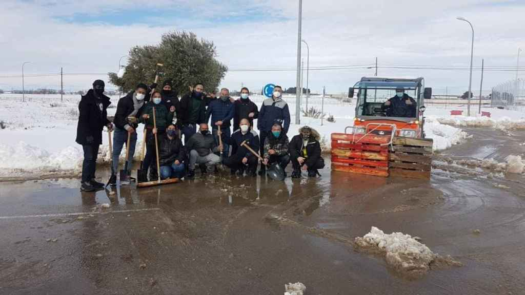 Los trabajadores de Navalcarnero se organizaron para quitar la nieve por sus propios medios.