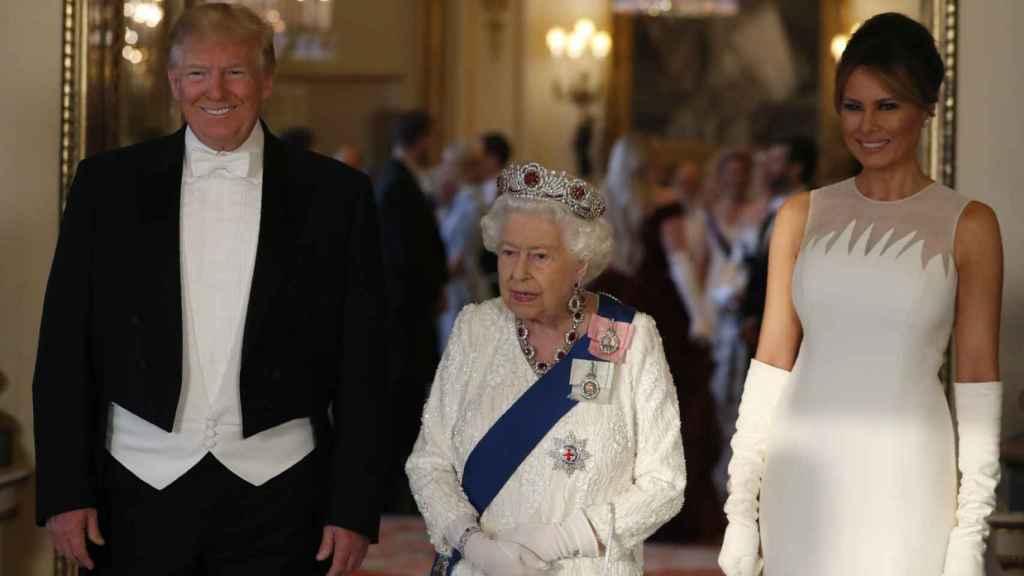 La reina Isabel, junto a Donald Trump y Melania.