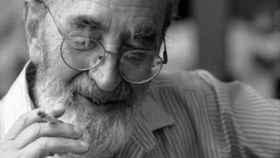 El poeta Ángel González.