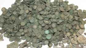 Las monedas medievales halladas en Polonia.