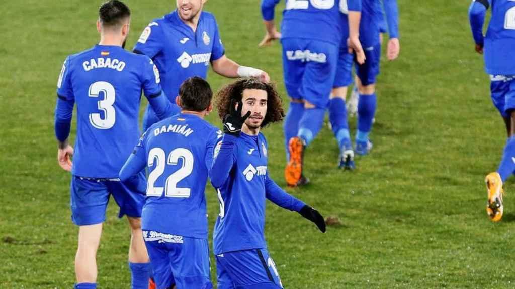 Cucurella celebra su gol para el Getafe ante el Elche
