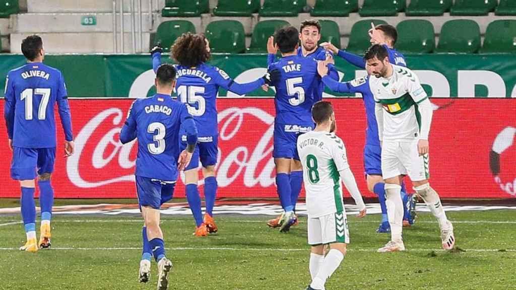 Los jugadores del Getafe celebran un gol ante el Elche en la jornada 18 de La Liga