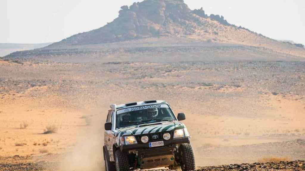 El Toyota Naturhouse de Kilian Revuelta y Óscar Sánchez Hernández, durante el Dakar clásico